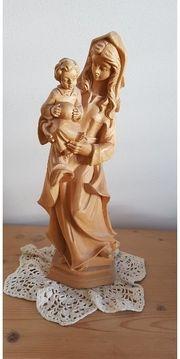 schöne Holzstatue