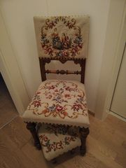 Alter Stuhl Sessel mit Hocker