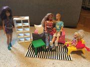Barbiefamilie mit Ikea Möbeln und