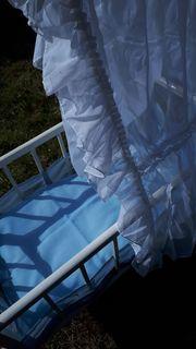 Altes Himmelbett Bettchen Stubenwagen für