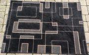 Teppich schwarz mit Muster