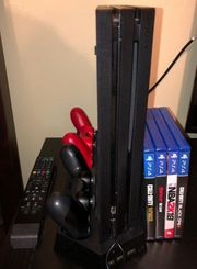 Sony PS4 Pro mit komplettem