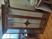 Glasvitrine Schrank mit gläsernen Seitenwänden