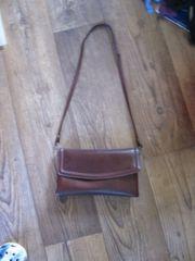 rot braune Handtasche