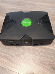 XBOX mit Anschlusskabel