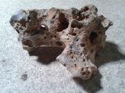 Verschieden große und schwere Steine