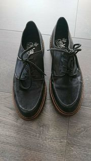 Schicke schwarze Schuhe Gr 39