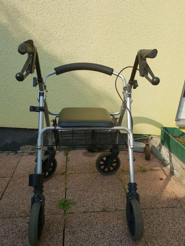 Rollator - schwarz - mit Sitzfläche u