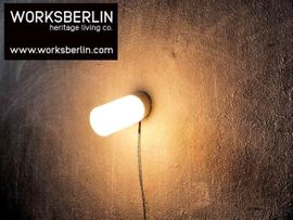 Bild 4 - Industrielle Wandleuchten Wandlampen Opalglasschirm - schräg - Berlin Prenzlauer Berg