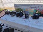 mehrere spiegelreflexkameras und videokamera