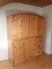 Diverse Möbel aus Fichtenholz