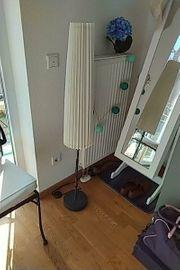 standlampe von Ikea mit Papierschirm