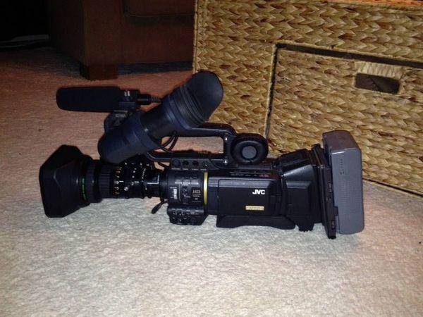 JVC GY HD-200E Kamera mit Zubehörpaket