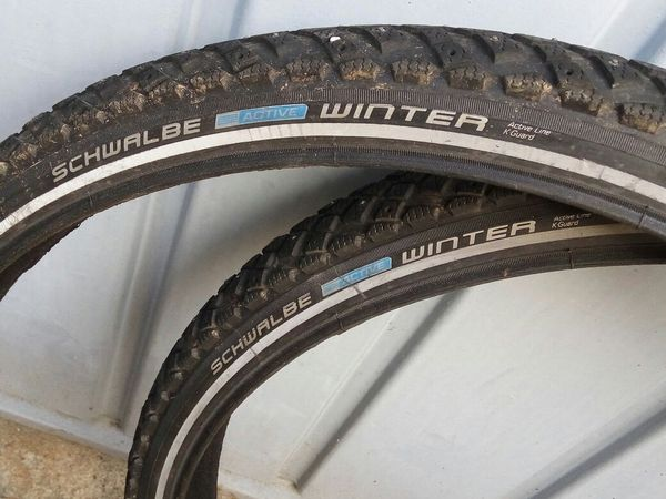 Zwei fast neue Fahrrad Winterreifen