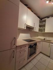Komplette Küche mit Geräten zum