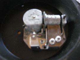 Bild 4 - Drehteller aus Metall mit Spieluhr - Birkenheide Feuerberg
