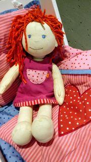Puppe Haba Lotta mit Kleidern