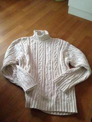 Gesucht wird Wollgarn-Pullover mit Rollkragen