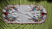 Längliches Tischdeckchen Blumenmuster ca 77x34