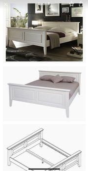 Schönes Massivholz Bett weiß lasiert