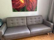 Stylische Couch mit Bettfunktion und