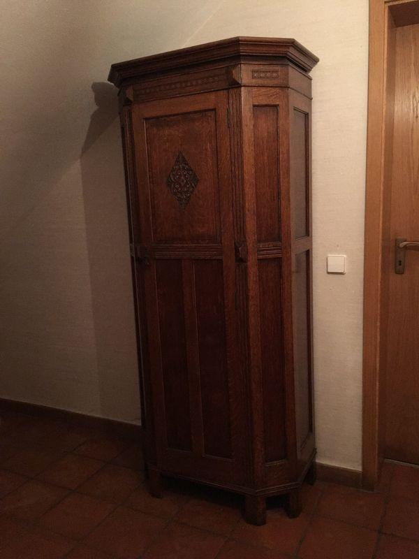 alter englischer Garderobenschrank
