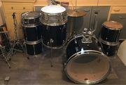 Schlagzeug mit viel Zubehör TAMA
