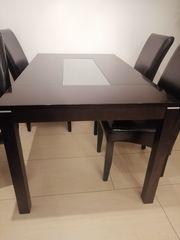 Essgruppe bestehend aus 1 Tisch