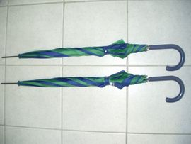 2 neue Stockschirme Automatic in grün-blau