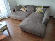 Großes Sofa mit Schlaffunktion