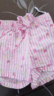 Baby- und Mädchen- Kleidung