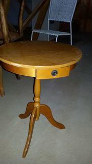 Runder kleiner Tisch Anfang 19