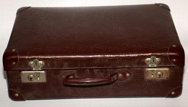 Antiker Koffer aus Hartplatte Burgunderrot