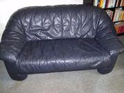 Aubergine-blaues Echtledersofa Sofa Zweisitzer sehr