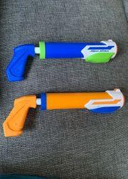 Zwei Nerf Wasserpistolen Super Soaker