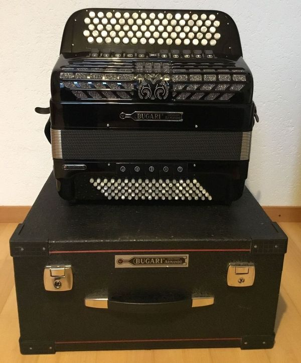 Bugari Knopf-Akkordeon Championcassotto