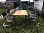Holztisch mit Stühlen Innen- Außenbereich