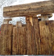 Verschiedene Balken aus 100-Jährigem Altholz