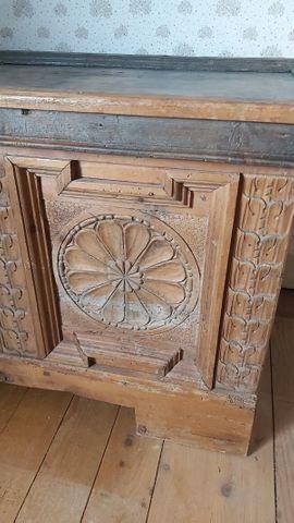 Stilmöbel, Bauernmöbel - Alte Holztruhe mit Klappe