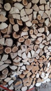 Sehr trockenes Brennholz Kaminholz