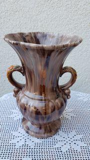 Alte dekorative Vase mit Henkeln