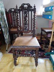 6 antike Stühle und Esstisch