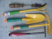 Gartengeräte und Arbeits-Handschuhe