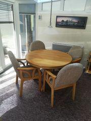 Runder Esstisch mit 5 Stühlen