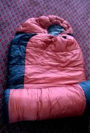 Schlafsack und Tasche der Marke
