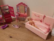 Barbies mit Badewanne Kühlschrank Arztkoffer