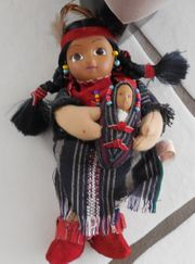 Indianerin mit Baby Porzellan- Stoffpuppe