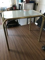 Kleines Beistell Tischchen mit Glas