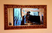 Wandspiegel mit Goldrahmen aus Holz