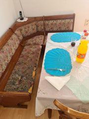 Eckank mit Tisch und 2